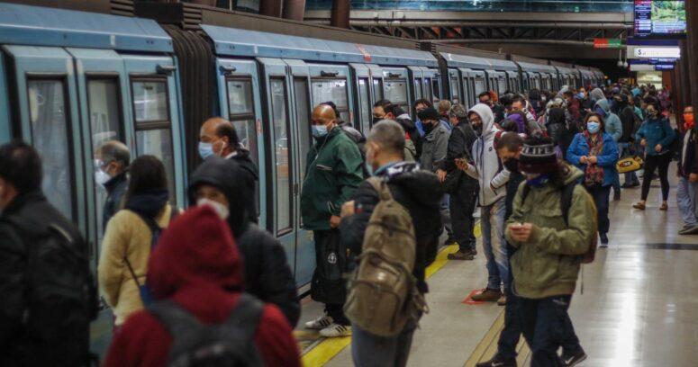 """Hutt afirma que eventos sociales """"tienen niveles de riesgos más altos"""" que el transporte público"""