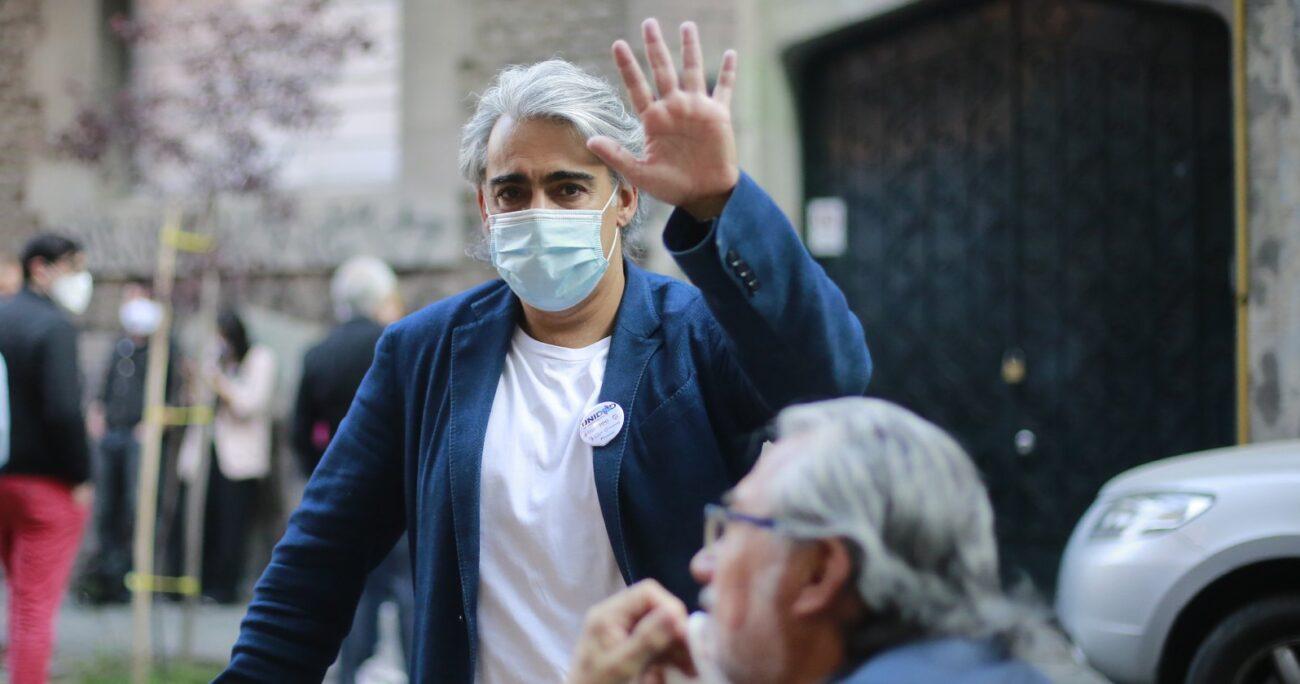 ME-O durante reunión con Unidad Constituyente. Fuente: Agencia Uno.