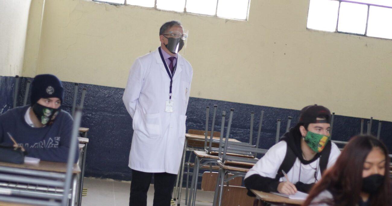 Mineduc afirmó que los docentes serán parte del grupo prioritario. Foto: Agencia Uno.