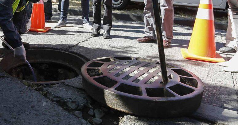 Aguas Andinas insta a hacer un correcto uso de la red de alcantarillados ante episodios de lluvias intensas