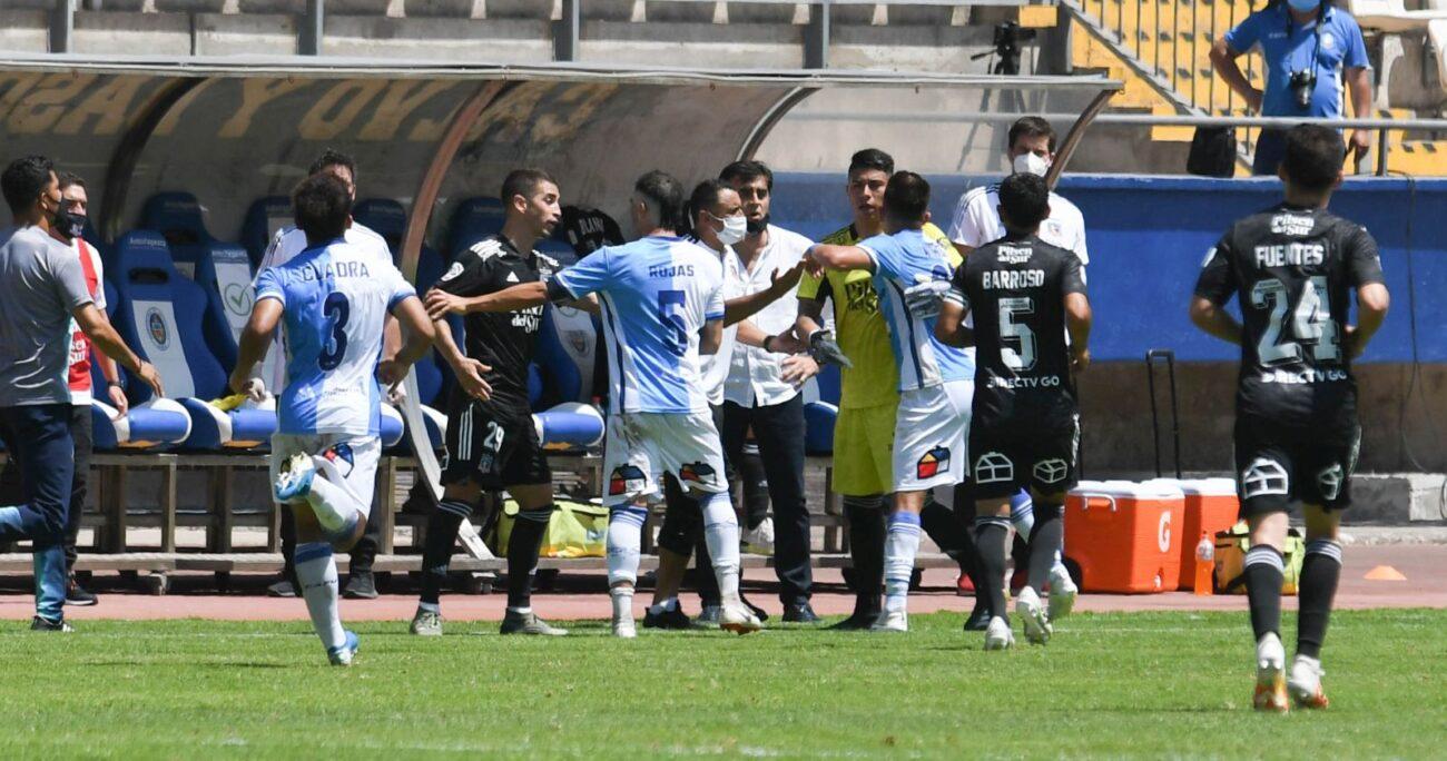 VIDEO - Colo Colo venció a Antofagasta en un encuentro marcado por gesto obsceno de Gustavo Quinteros