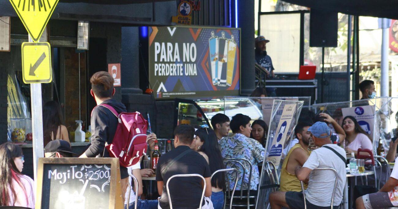 La medida generó cuestionamientos de los sectores gastronómicos y culturales. Foto: Agencia Uno.