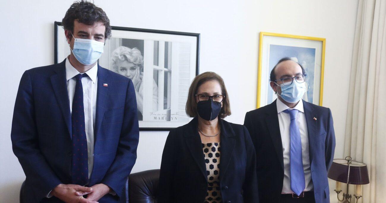 Muñoz se reunió el ministro de la Segpres, Juan José Ossa, y el subsecretario Máximo Pavez.