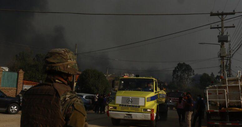"""Conaf anuncia que podría contener incendio en Quilpué durante próximas horas: """"No tenemos un peligro inminente sobre las viviendas"""""""