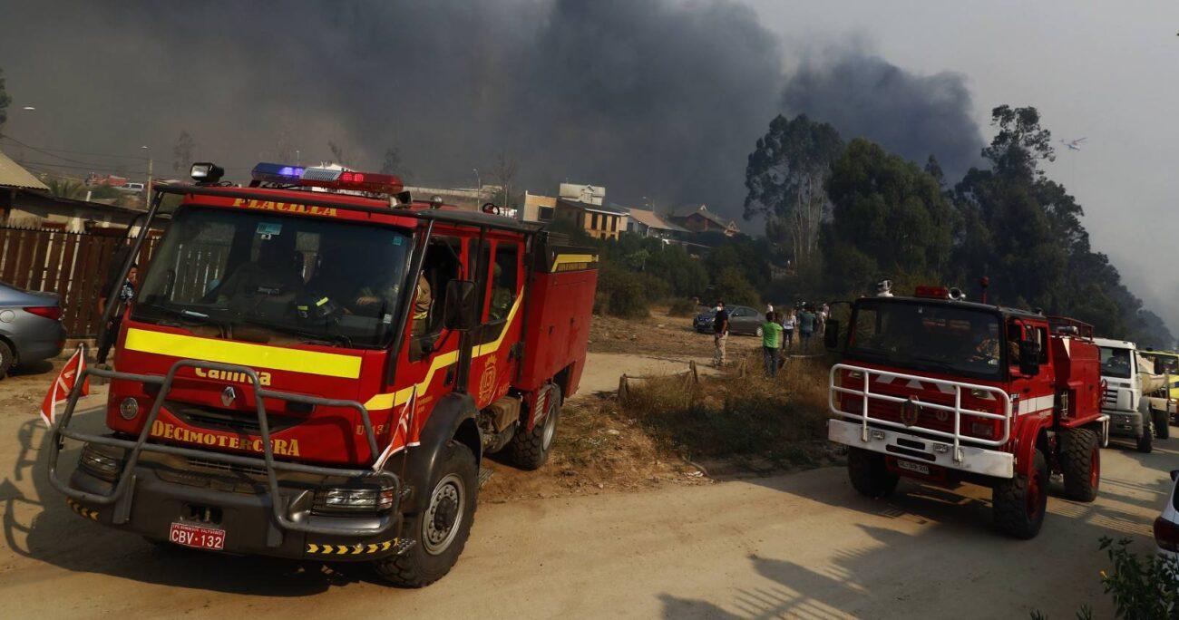 El incendio en Quilpué generó la evacuación de más de 25 mil personas. Fuente: Agencia Uno.