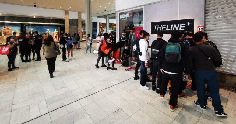 Lanzamiento de zapatillas generó aglomeración en el Mall Plaza Vespucio