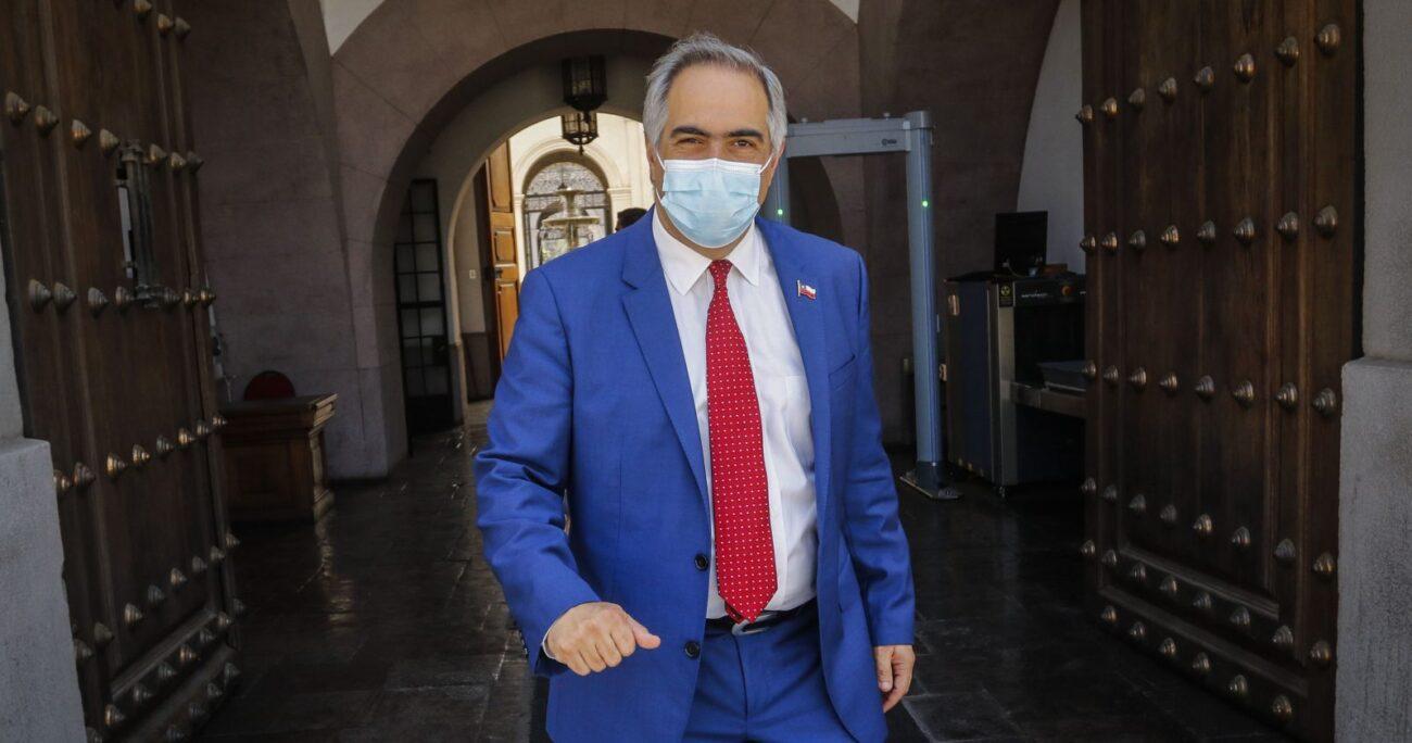 Chahuán lanzó duros dardos contra el ex ministro de Defensa. Foto: Agencia UNO