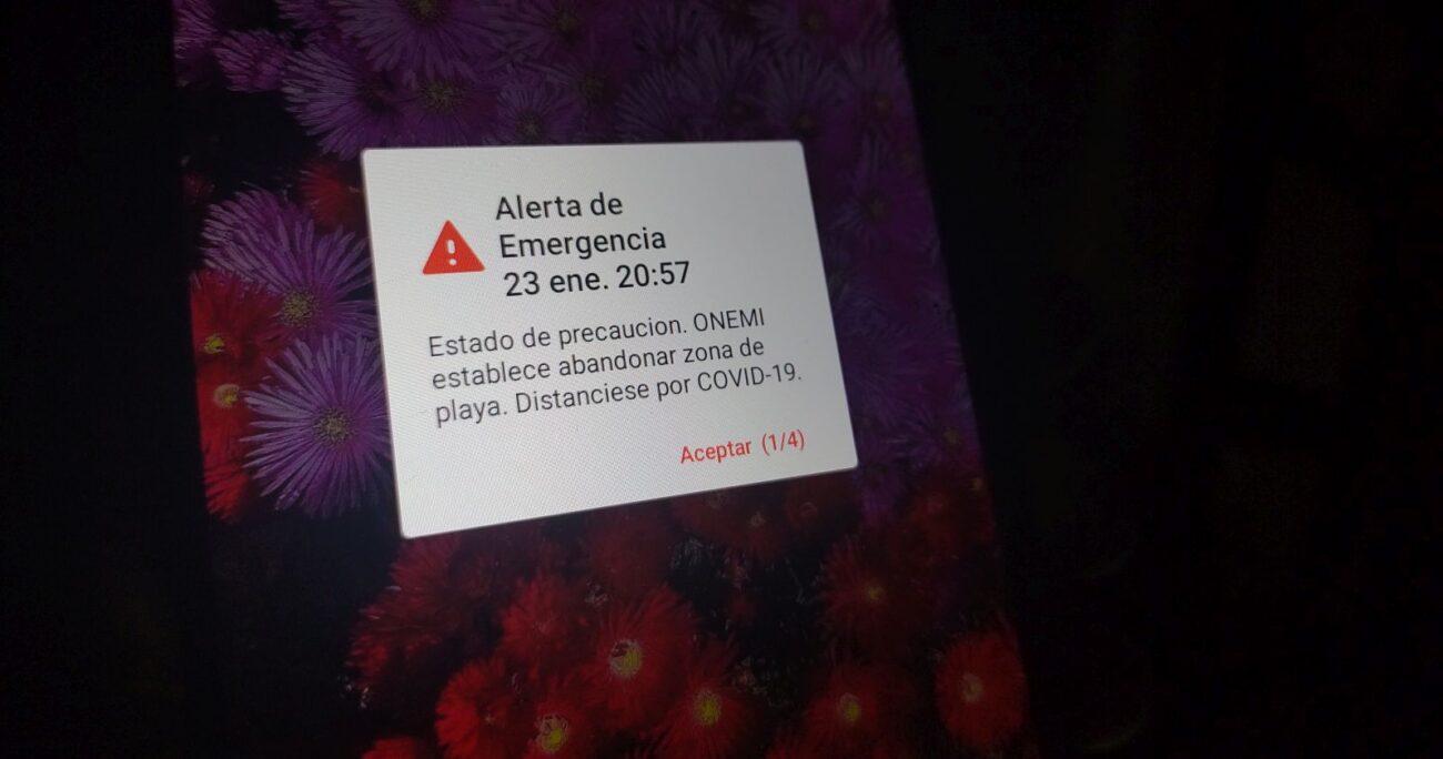 La alarma que apareció en los teléfonos celulares durante el sábado. Foto: Agencia Uno.