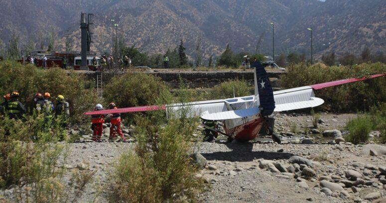Avioneta de la FACH cayó en el lecho del río Mapocho