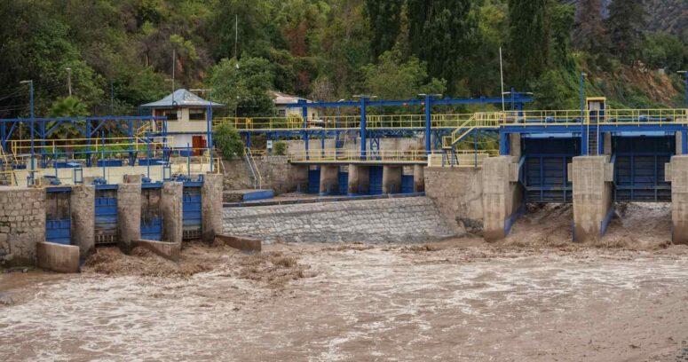 """Aguas Andinas pide """"juntar agua"""" ante corte en 38 comunas de la Región Metropolitana"""