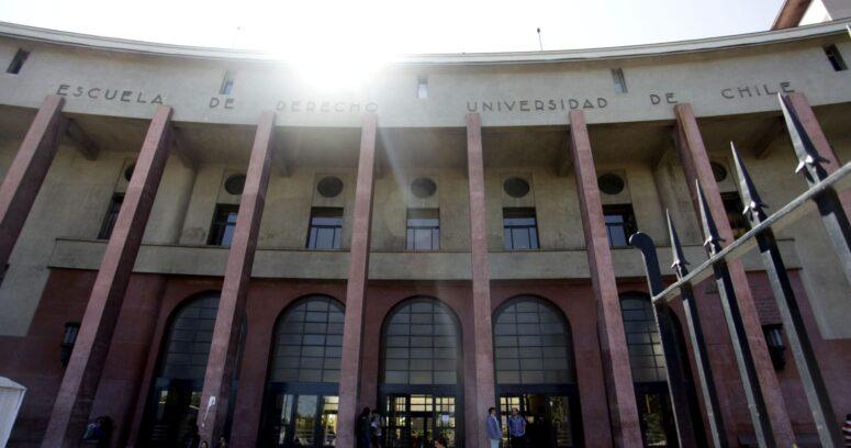 Polémica en la U. de Chile reabre el debate sobre el examen de grado en Derecho