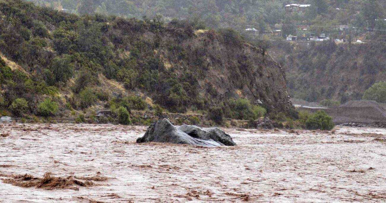 En la comuna San José de Maipo se registraron cortes de ruta. Fuente: Agencia Uno.