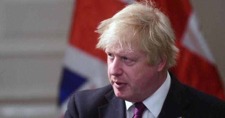 Boris Johnson afirmó que la variante británica del coronavirus sería un 30% más mortal