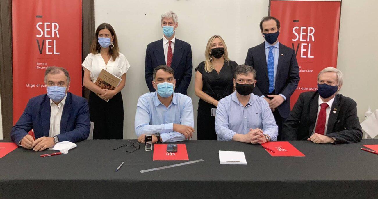 Chile Vamos y Partido Republicano inscriben lista única de constituyentes. Foto: Servel.