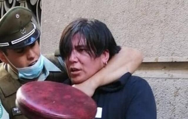 Miembro de La Vanguardia fue detenido por disparar balines en el centro de Santiago