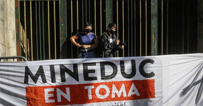ACES se manifestó en frontis del Mineduc por realización de Prueba de Transición
