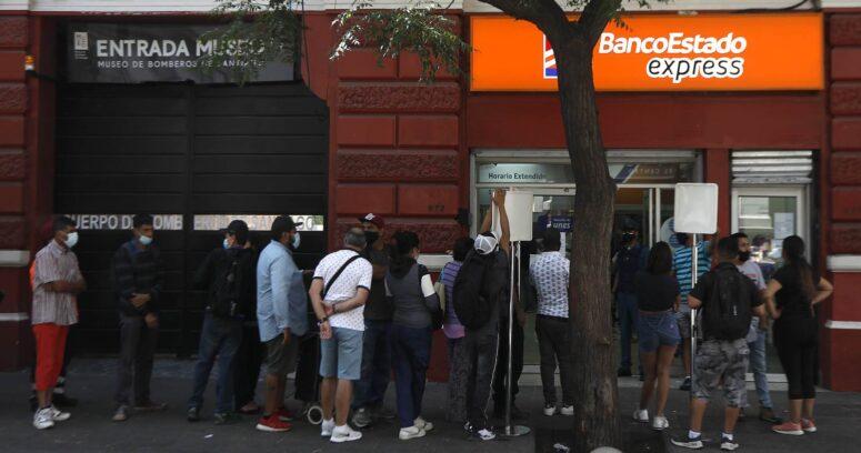 """""""BancoEstado anuncia cambios para renovación de tarjetas ante aglomeraciones en sucursales"""""""