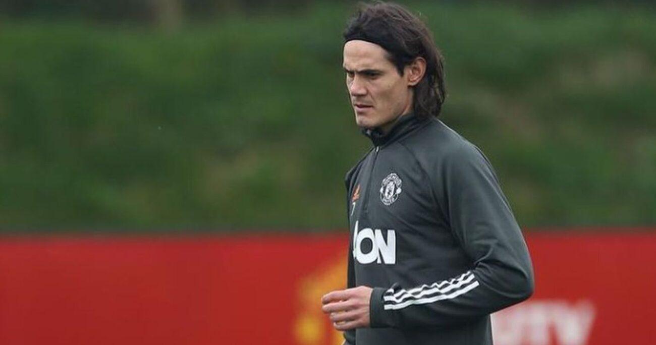 Cavani con el buzo oficial del Manchester United. Foto: Instagram/cavaniofficial21