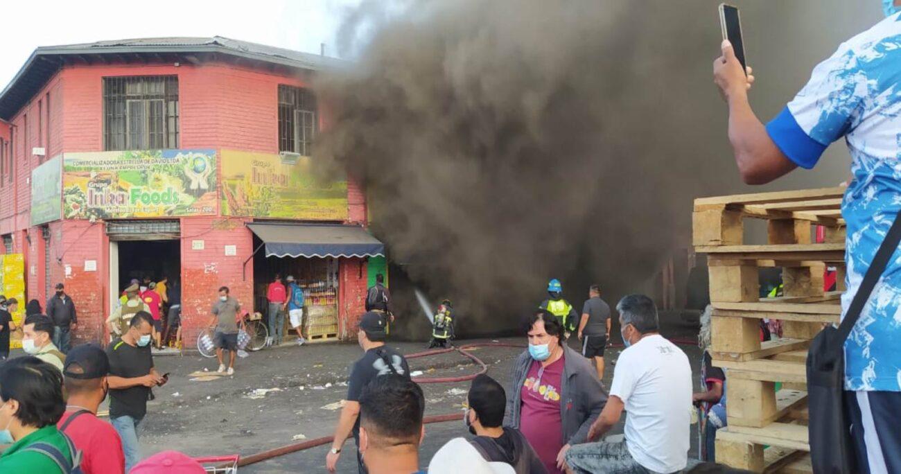 La cuenta de Twitter del Cuerpo de Bomberos de Santiago publicó diversas imágenes del siniestro. Foto: @CBSantiago