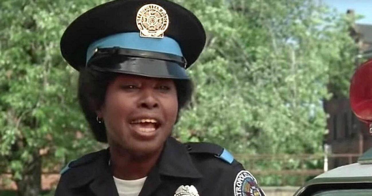 Marion Ramsey como la oficial Hook. Foto: Captura de pantalla.