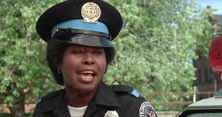 Actriz que interpretó a la oficial Hook en Locademia de Policía murió a los 73 años