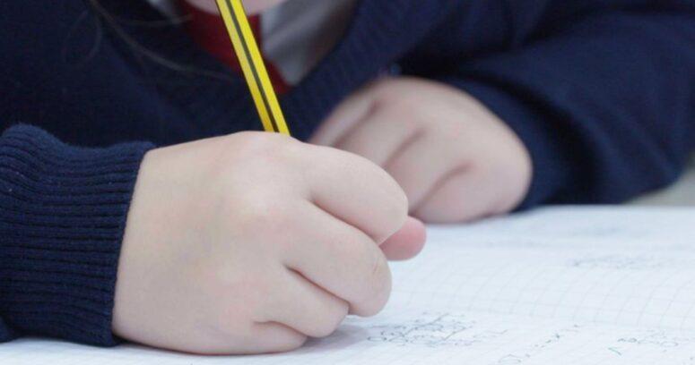 Reino Unido cerrará las escuelas de Londres por aumento de casos de coronavirus