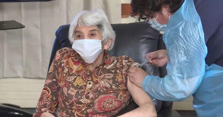Adultos mayores de La Serena fueron los primeros en recibir la vacuna contra el coronavirus
