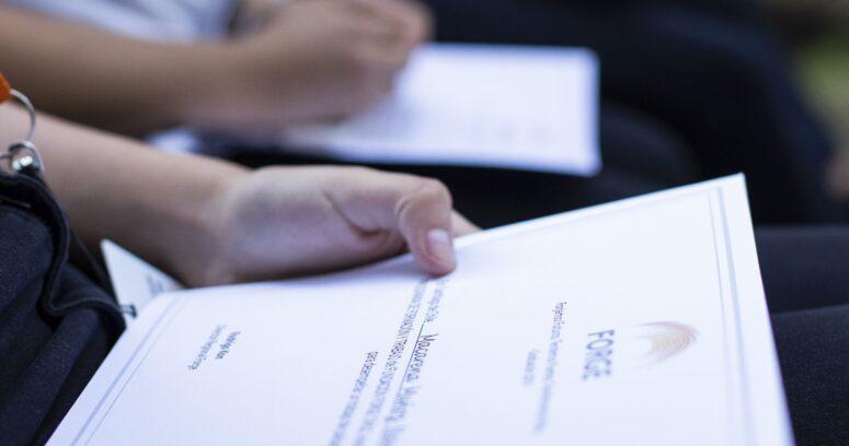 Abren postulaciones a becas de formación online para jóvenes que buscan su primer empleo