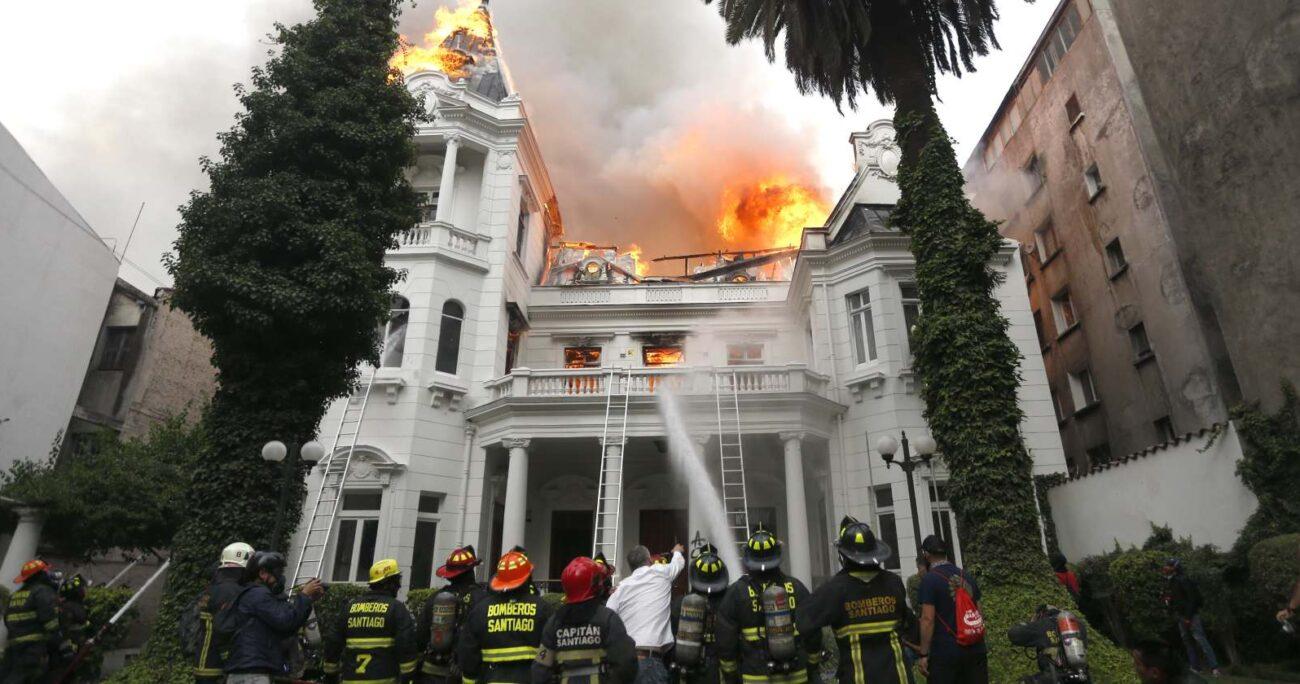 La quema de la Casa Schneider ocurrió a fines del 2019. (Agencia UNO/Archivo).