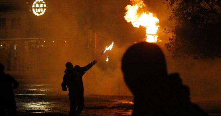 Acusado por uso de molotov en Providencia es absuelto por falta de pruebas