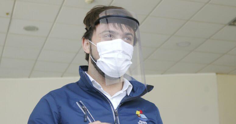 """""""Tiene una forma de aplicación mediante la nariz"""": la confusión de Sharp por vacuna de Sinovac"""