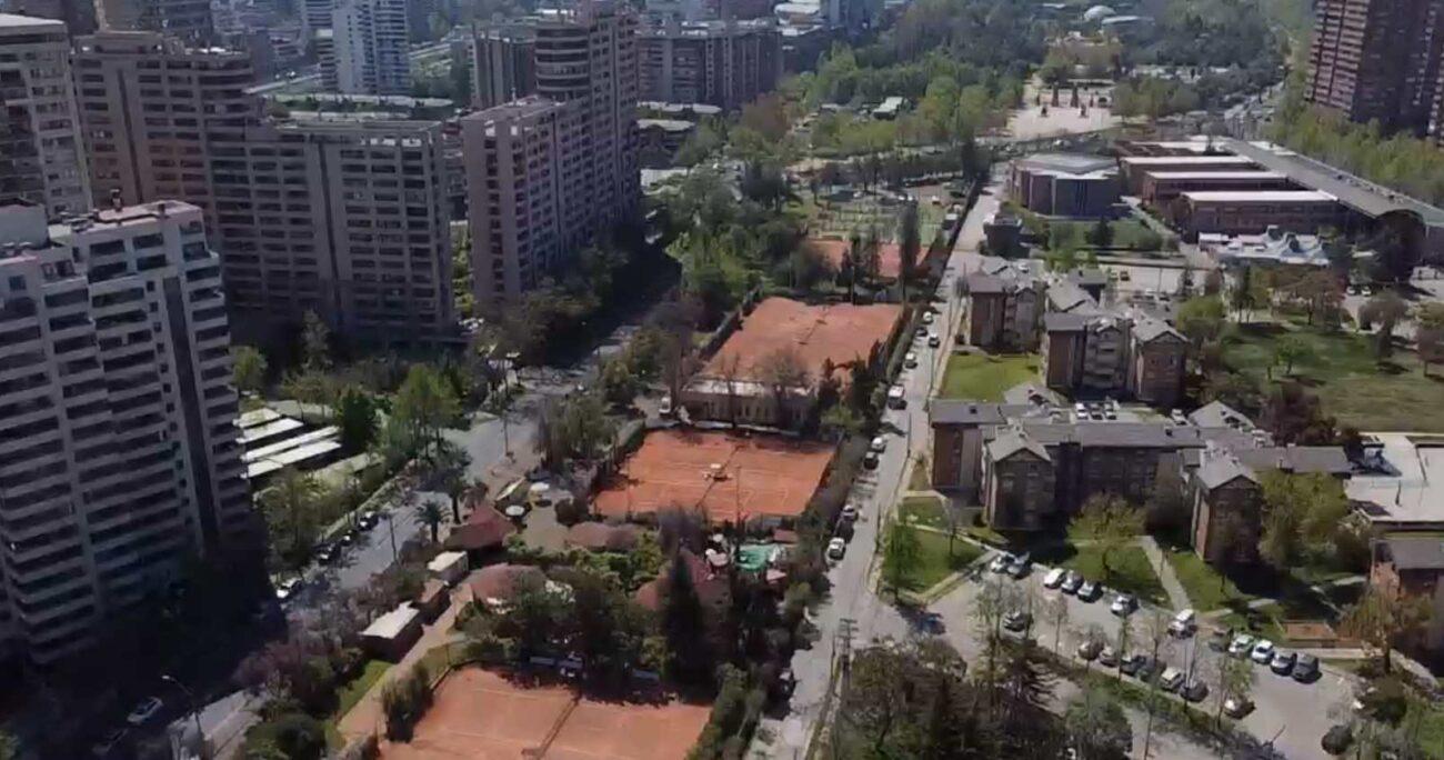 El proyecto inmobiliario de Las Condes se emplaza entre las calles Cerro Colorado, Américo Vespucio y Alonso de Córdova (Agencia Uno/Archivo)