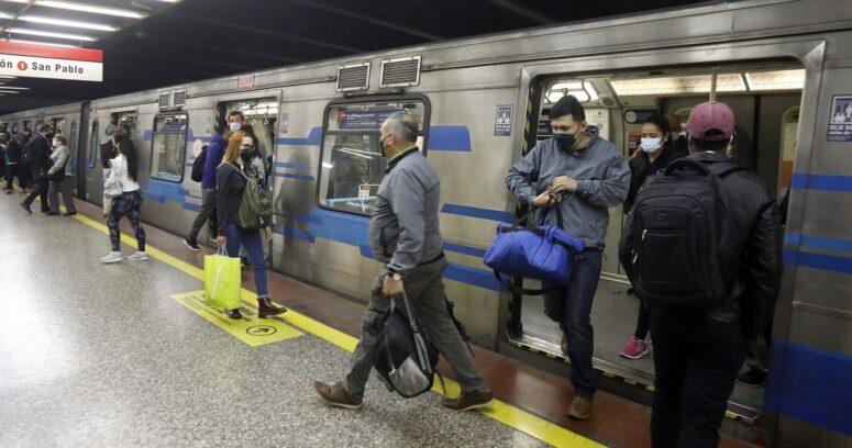 """Alcalde de San Miguel amenaza con cerrar estaciones de Metro por """"insuficientes medidas sanitarias"""""""