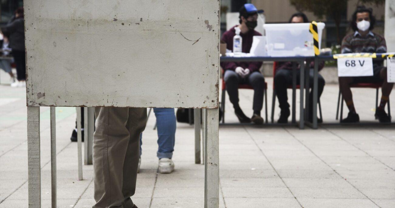 En total son 237 mil personas las inhabilitadas para sufragar en abril. (Agencia UNO/Archivo).