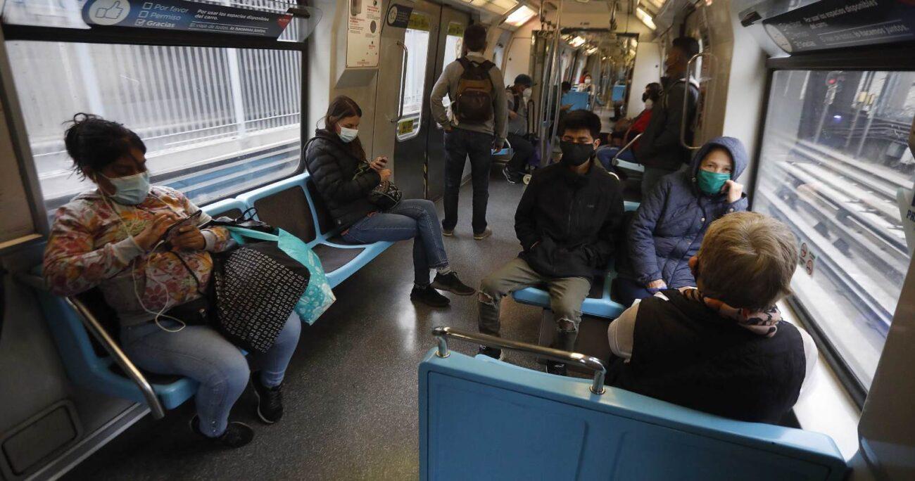 Luis Sanhueza asegura que al interior de Metro no se cumplen las medidas sanitarias. (Agencia UNO/Archivo).