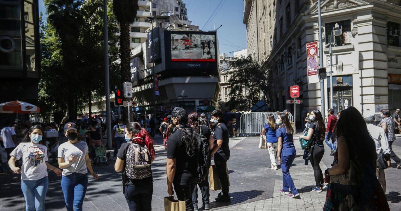 El análisis revisó la situación económica de los chilenos en los últimos meses. (Agencia Uno/Archivo)
