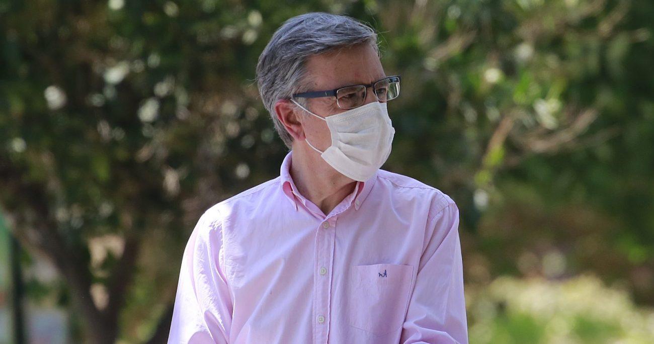 Joaquín Lavín recibió denuncias de apoderados que estarían siendo obligados a volver a las clases presenciales. (Agencia UNO/Archivo).