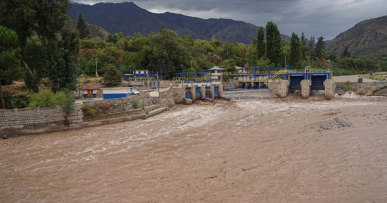 """Los desafíos para la producción de agua potable que generaron el efecto del """"río atmosférico"""""""
