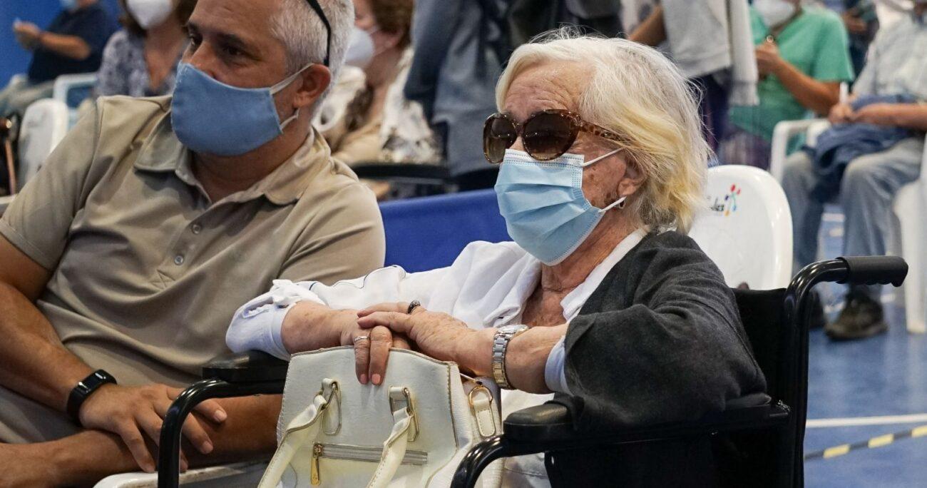 La actriz momentos antes de recibir la dosis. Foto: Agencia Uno
