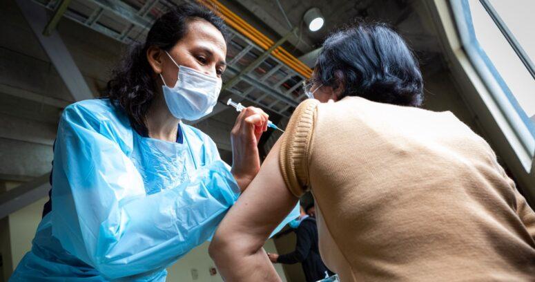 Estudio confirmó que vacuna de Sinovac es segura en mayores de 60 años