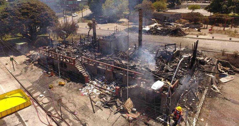 """""""Decretan prisión preventiva para imputados por incendio de Municipalidad de Panguipulli"""""""