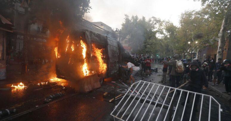 Balance de Carabineros: 45 personas fueron detenidas por los incidentes en Santiago