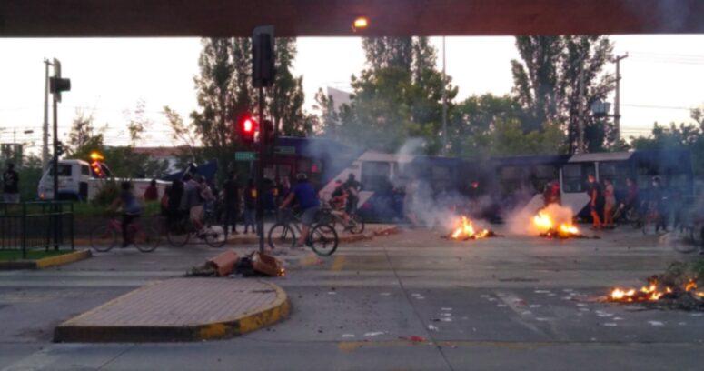 """""""Ataque a comisaría y quema de un bus: el saldo de protestas a favor de malabarista"""""""