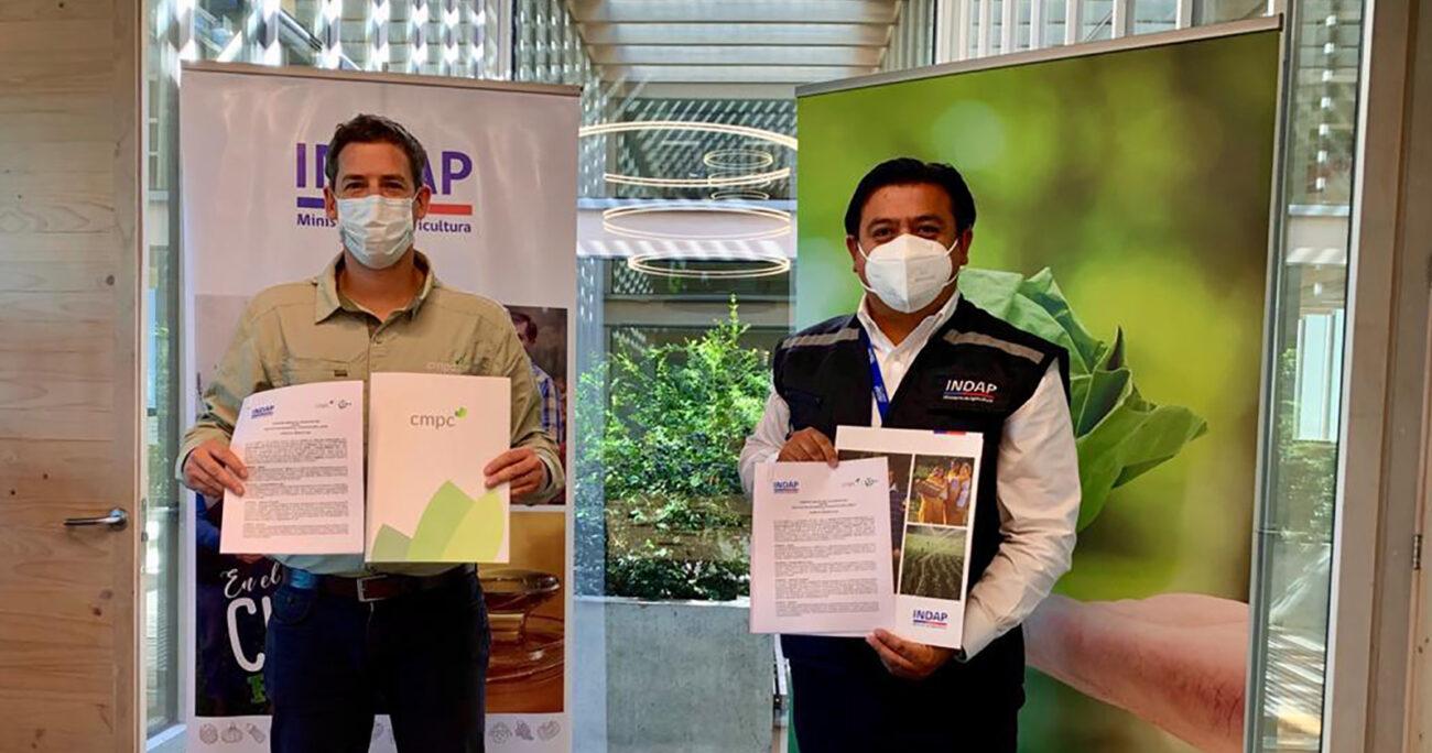 Firma del convenio de colaboración entre Indap Biobío y CMPC.