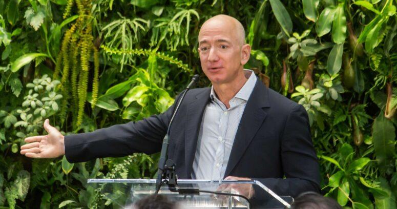 """""""Amazon anuncia la salida de Jeff Bezos como CEO y reporta aumento en sus ganancias"""""""
