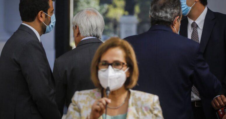 VIDEO – Adriana Muñoz acusa desaire de Sebastián Piñera durante punto de prensa en La Moneda