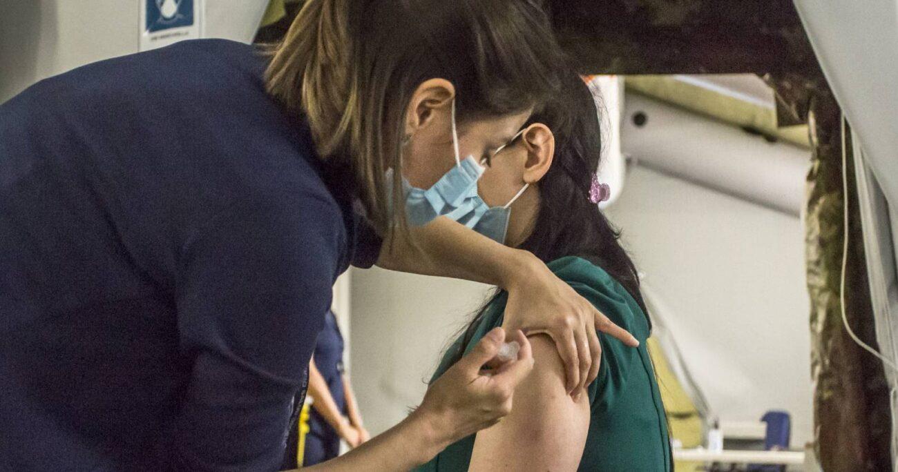 La vacuna de Pfizer-BioNTech es la que más confianza genera entre los encuestados. Foto: Agencia Uno.