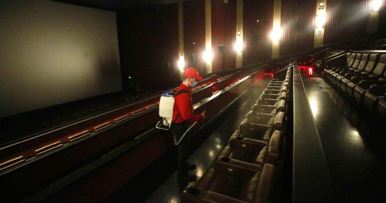 Las salas de cine están operando nuevamente con estrictos protocolos sanitarios. (Agencia Uno).