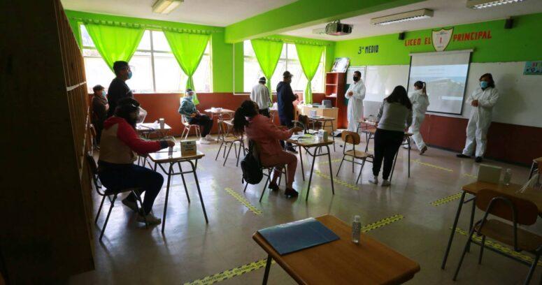 Mineduc: 48% de los colegios definió que sus alumnos asistan a clases por turnos