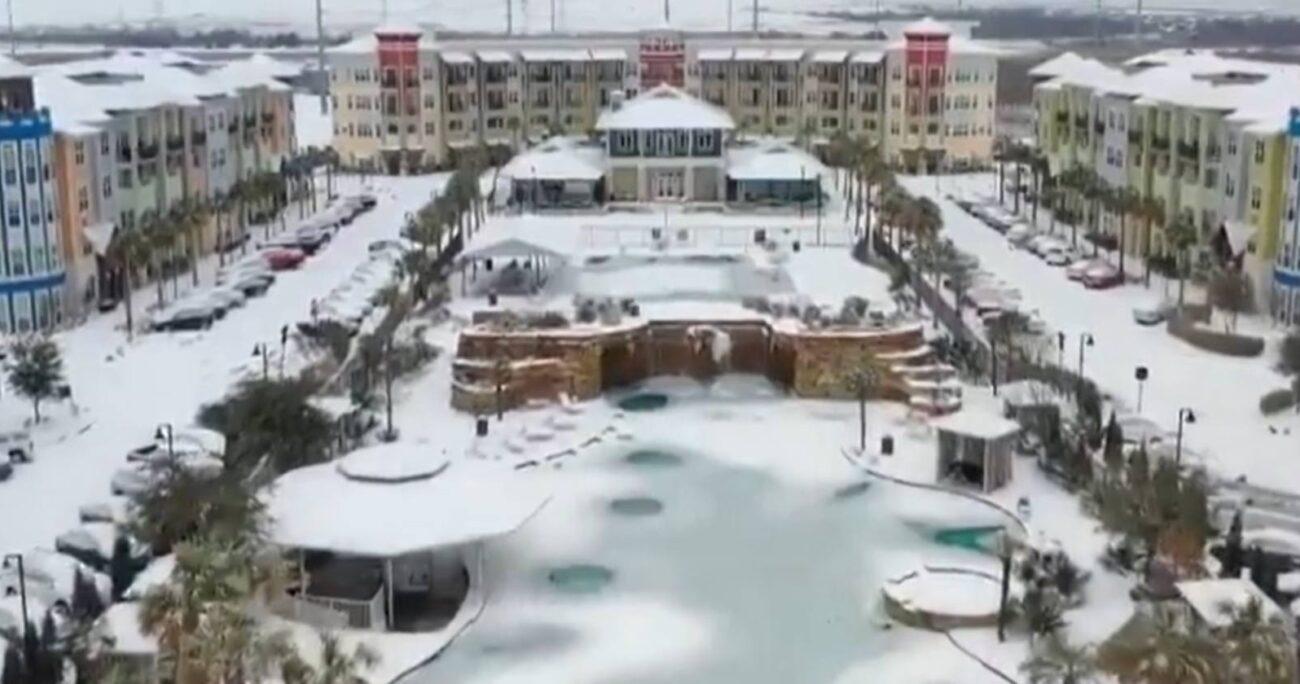 El temporal de nieve que dejó importantes daños en este estado, como cortes de electricidad y agua potable. (Agencia Uno).